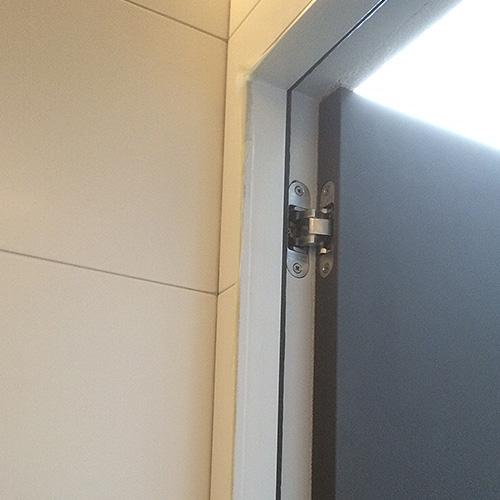 Verdekte deurscharnieren